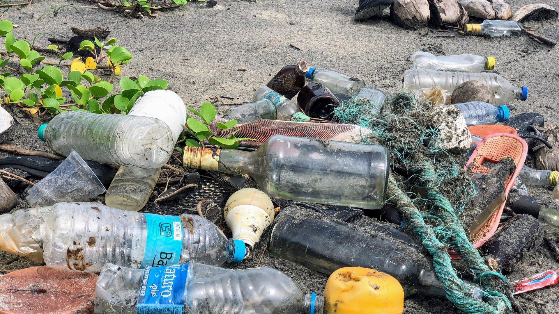 Hrvatski studenti kreirali pokretni pročišćivač mikroplastike iz mora | Problem mikroplastike